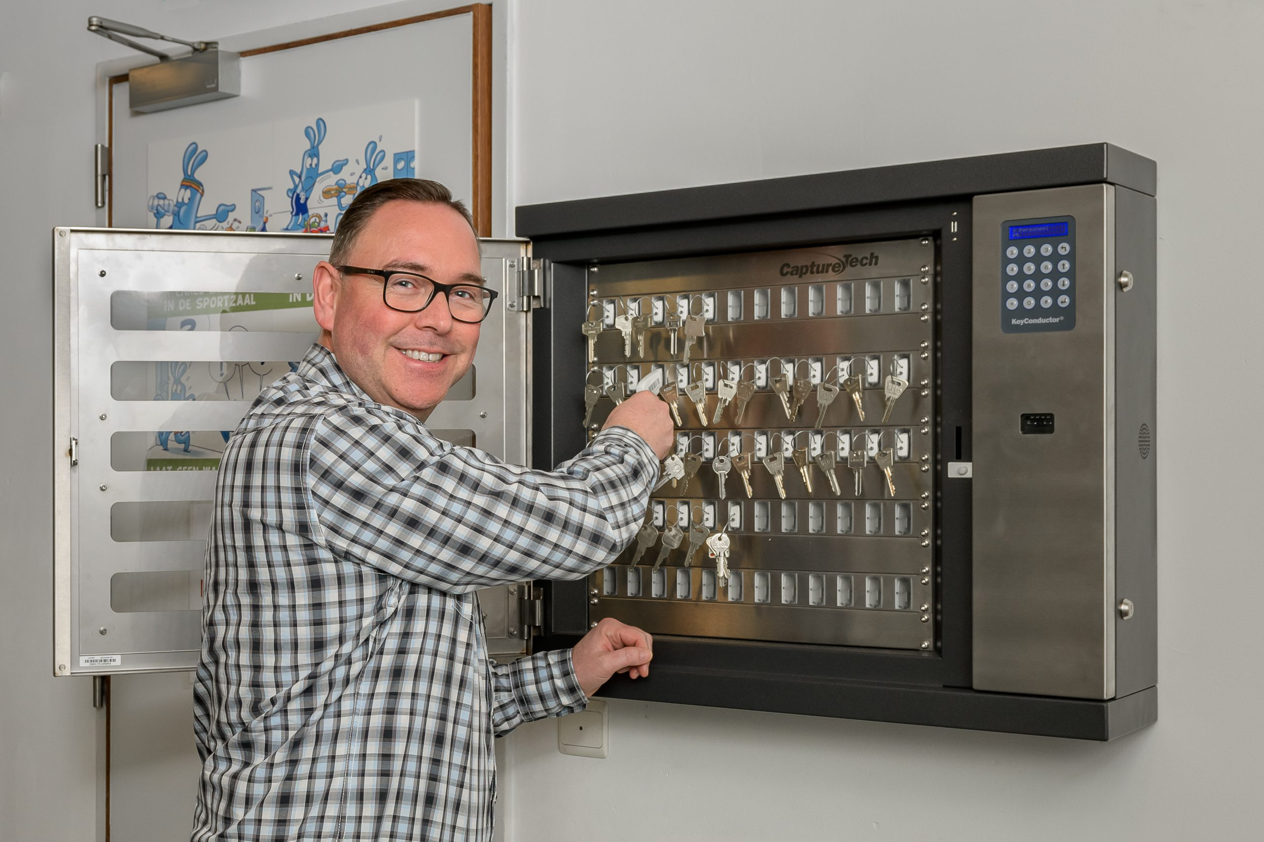 Picture of someone using the KeyConductor at Gemeente Buggenhout